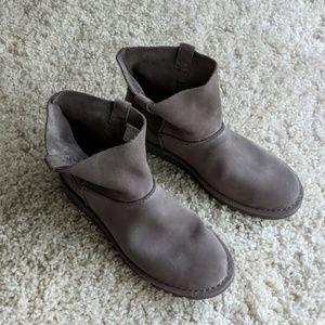 New UGG Classic Mini Boots size 11